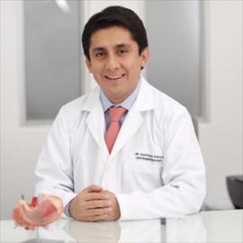 Dr. Santiago  Davila  Bedoya, Gastroenterología