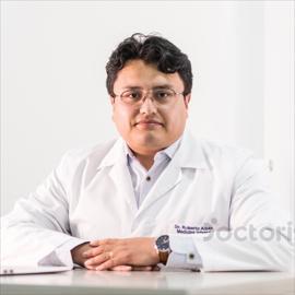 Dr. Roberto Albán, Medicina Interna