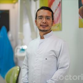 Dr. Paúl Rojas Rivas, Odontología
