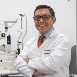 Dr. Andrés  Salgado, Oftalmología