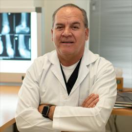 Dr. Leonardo José Febres Vivanco, Cirugía Ortopédica y Traumatológica