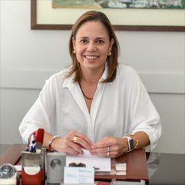 Dra. Lorena Arcos, Psicología