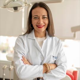Dra. María Elena Flores, Odontología
