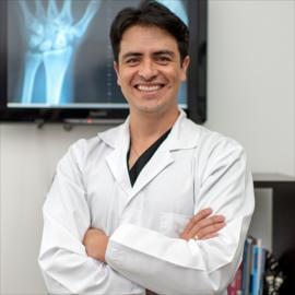 Dr. Gabriel  Alegría Velasco, Cirugía de la Mano