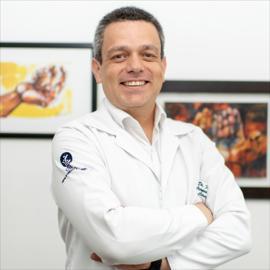 Dr. Fidel  Cayón Cayón, Cirugía de la Mano