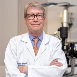 Dr. Gustavo  Baquero Ramos, Oftalmología