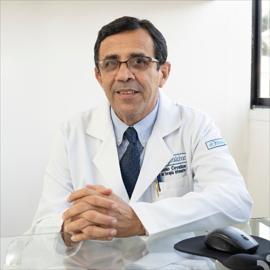 Dr. Stenio Eduardo Cevallos Espinar, Medicina Crítica y Cuidados Intensivos