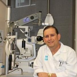 Dr. Iván Unda, Oftalmología