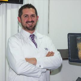 Dr. Homero Meneses, Ginecología