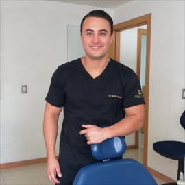 Dr. Andrés Alberto Cabezas Gómez, Implantología