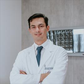 Dr. Santiago  Ugalde Alvear, Ortopedia y Traumatología