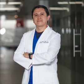 Dr. Francis  Sierra Enriquez, Ortopedia y Traumatología
