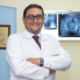 Dr. David Felipe  Revelo Burbano, Traumatología