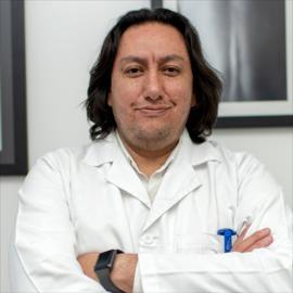 Dr. Juan Sebastián De la Torre, Cirugía de Columna Vertebral
