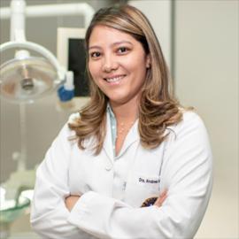 Dra. Andrea Astudillo, Odontología