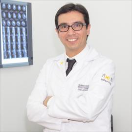 Dr. Andrés Velasco, Artroscopía