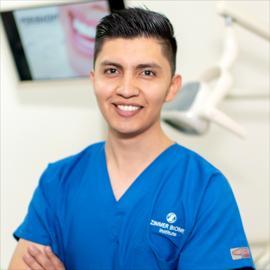 Dr. Oskar  Perugachi Suasnavas, Odontología