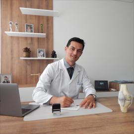 Dr. Carlos Ugalde, Ortopedia y Traumatología