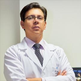 Dr. Nelson  Amores Arellano, Cardiología