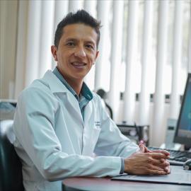 Dr. Carlos Salazar, Medicina del Deporte
