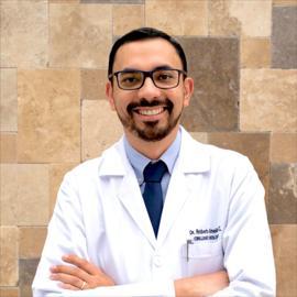 Dr. Roberto Almeida, Urología