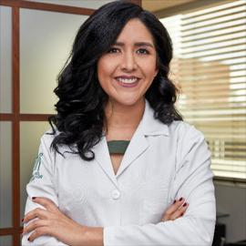 Dra. Evelyn Campoverde, Geriatría
